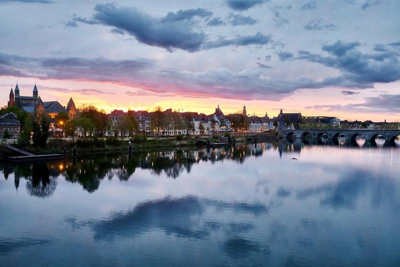 zonsondergang Maastricht Onze Lieve Vrouwe Basiliek, Maas, Hoge Brug